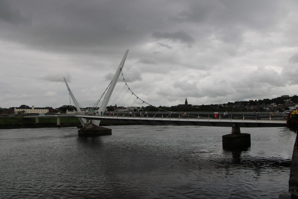 PEace Bridge in Derry in blakc and white